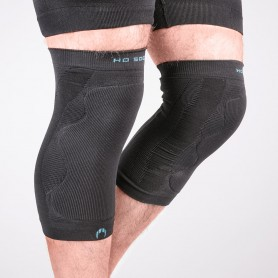 Thermal knee pads with protections