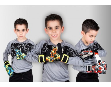 NEW GOALKEEPER GLOVE RANGE FOR KIDS